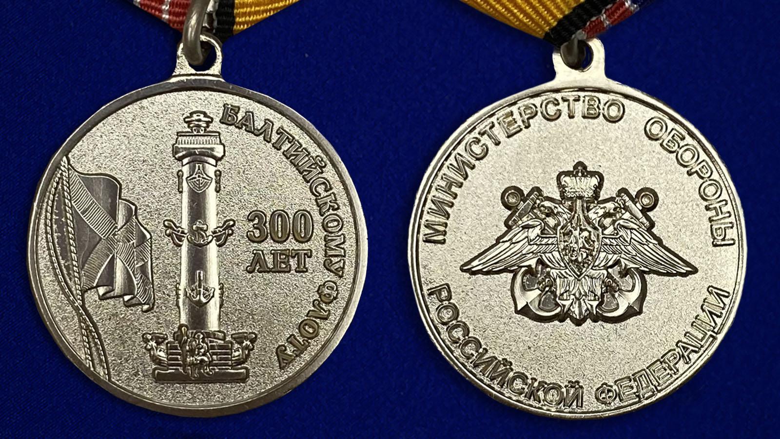 """Медаль """"300 лет Балтийскому флоту"""" - описание аверс и реверс"""