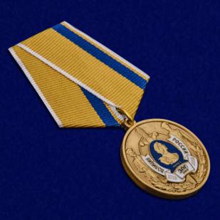 Медаль 300 лет полиции России в футляре с удостоверением - общий вид