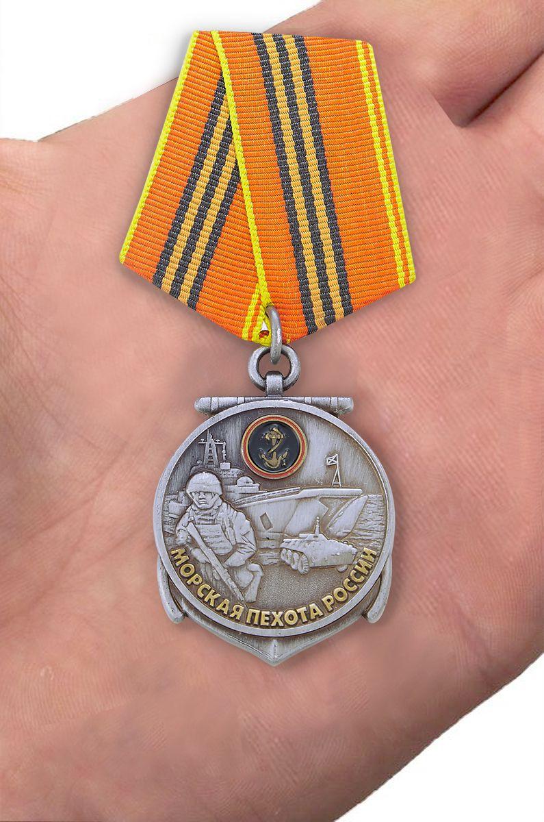 Медаль 310 лет Морской пехоте - вид на ладони