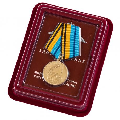 """Медаль """"50 лет Космической эры"""" в наградном футляре"""