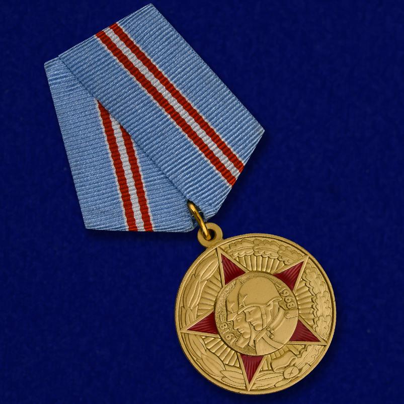 """Медаль """"50 лет Вооруженных Сил СССР"""" в виде муляжа"""