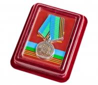 """Медаль """" 85 лет ВДВ"""" с девизом десантников в футляре с покрытием из флока с пластиковой крышкой"""