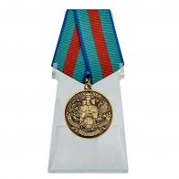 Медаль 90 лет Пограничной службе на подставке