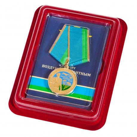 """Медаль """"90 лет ВДВ"""" в нарядном футляре из бордового флока"""