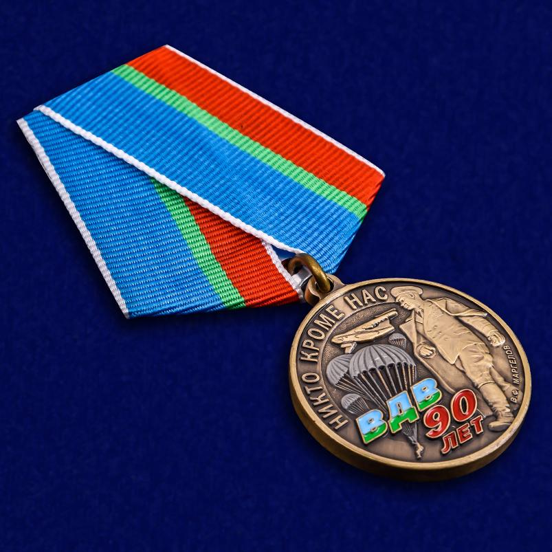 """Медаль """"90 лет ВДВ"""" в футляре с удостоверением - общий вид"""