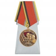 Медаль 90 лет Вооружённых Сил на подставке