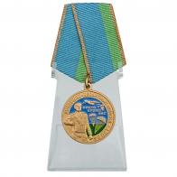 Медаль 90 лет Воздушно-десантным войскам на подставке