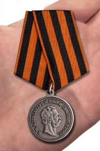 Медаль Александра II За храбрость - вид на ладони