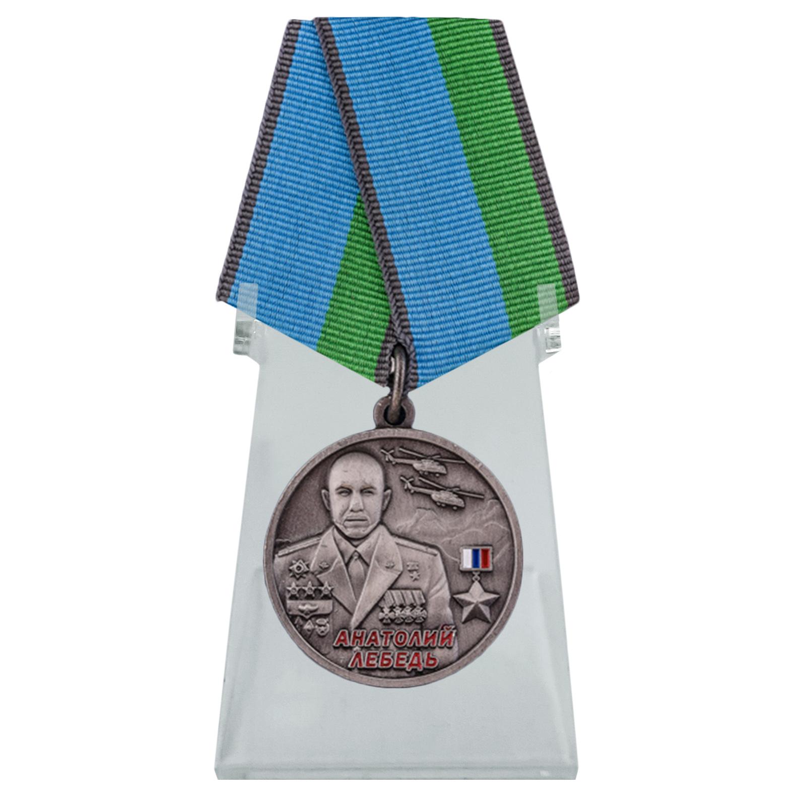 Медаль Анатолий Лебедь на подставке