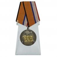 Медаль Боевое братство Крыма на подставке
