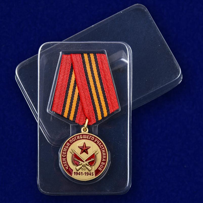 Медаль Член семьи погибшего участника ВОВ на подставке - в футляре