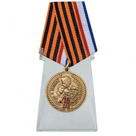 Медаль День Победы в ВОВ Республика Крым на подставке
