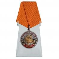 Медаль для рыбаков Щука на подставке