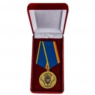 Медаль ФСБ РФ За заслуги в обеспечении деятельности в бархатном футляре