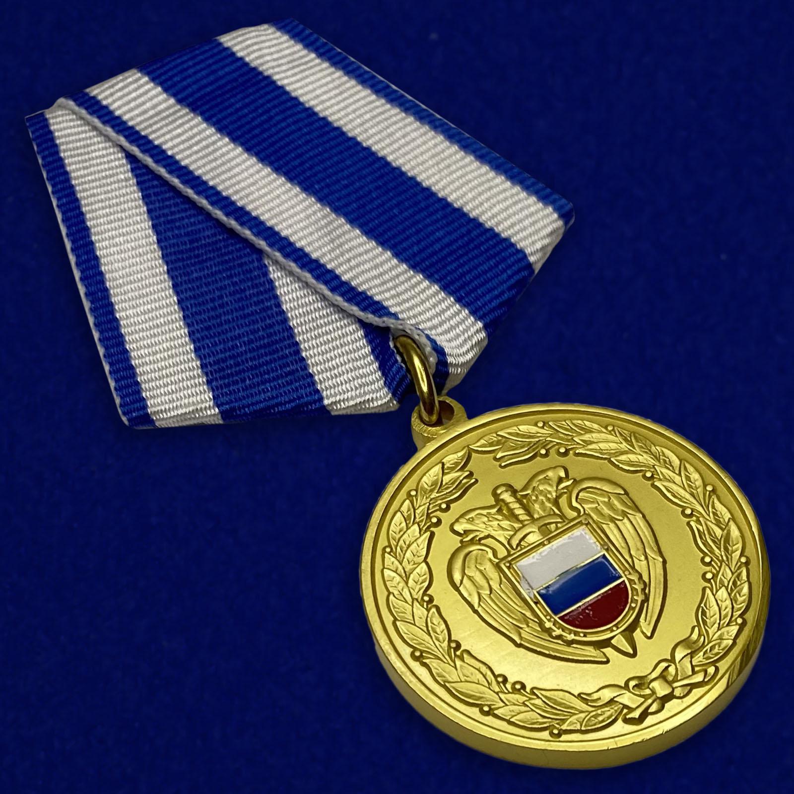 Медаль ФСО РФ За боевое содружество в бархатном футляре - Общий вид