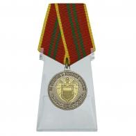 Медаль ФСО России За отличие в военной службе 2 степени на подставке