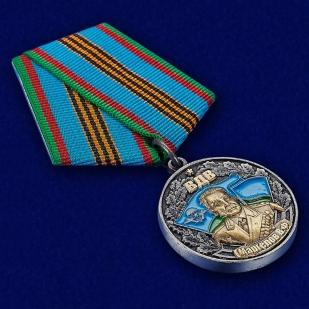 """Медаль """"Генерал В. Ф. Маргелов"""" в футляре из флока бордового цвета - общий вид"""