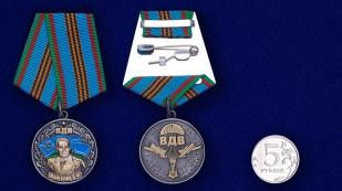 """Медаль """"Генерал В. Ф. Маргелов"""" в футляре из флока бордового цвета - сравнительный вид"""
