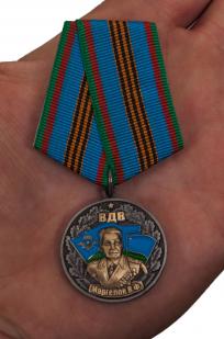 """Медаль """"Генерал В. Ф. Маргелов"""" в футляре из флока бордового цвета - вид на ладони"""