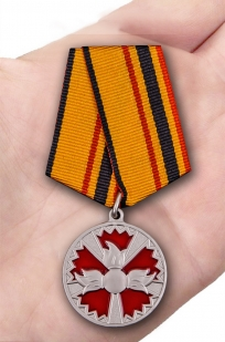 Медаль ГРУ За заслуги в специальной деятельности - вид на ладони