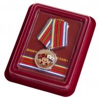 Медаль к юбилею Вооруженных сил 100 лет в нарядном футляре из флока
