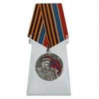 Медаль Комбриг Призрака Алексей Мозговой на подставке
