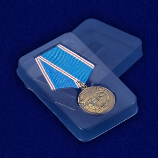 Медаль Космических войск «В память о службе» - вид в футляре
