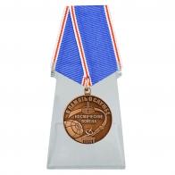 Медаль Космических войск В память о службе на подставке