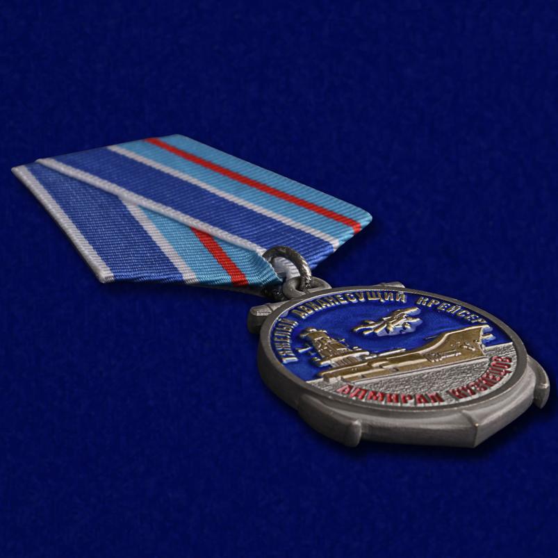 """Медаль Крейсер """"Адмирал Кузнецов"""" в футляре из бархатистого флока с прозрачной крышкой - общий вид"""