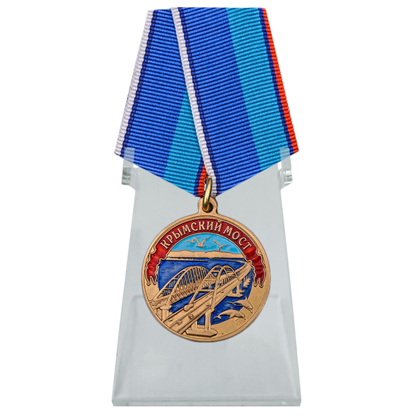 Медаль Крымский мост на подставке