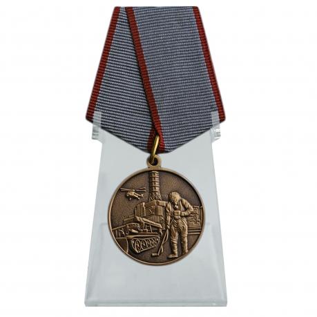 Медаль Ликвидатору ядерных катастроф на подставке