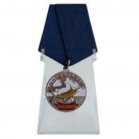 Медаль лучшему рыбаку Марлин на подставке