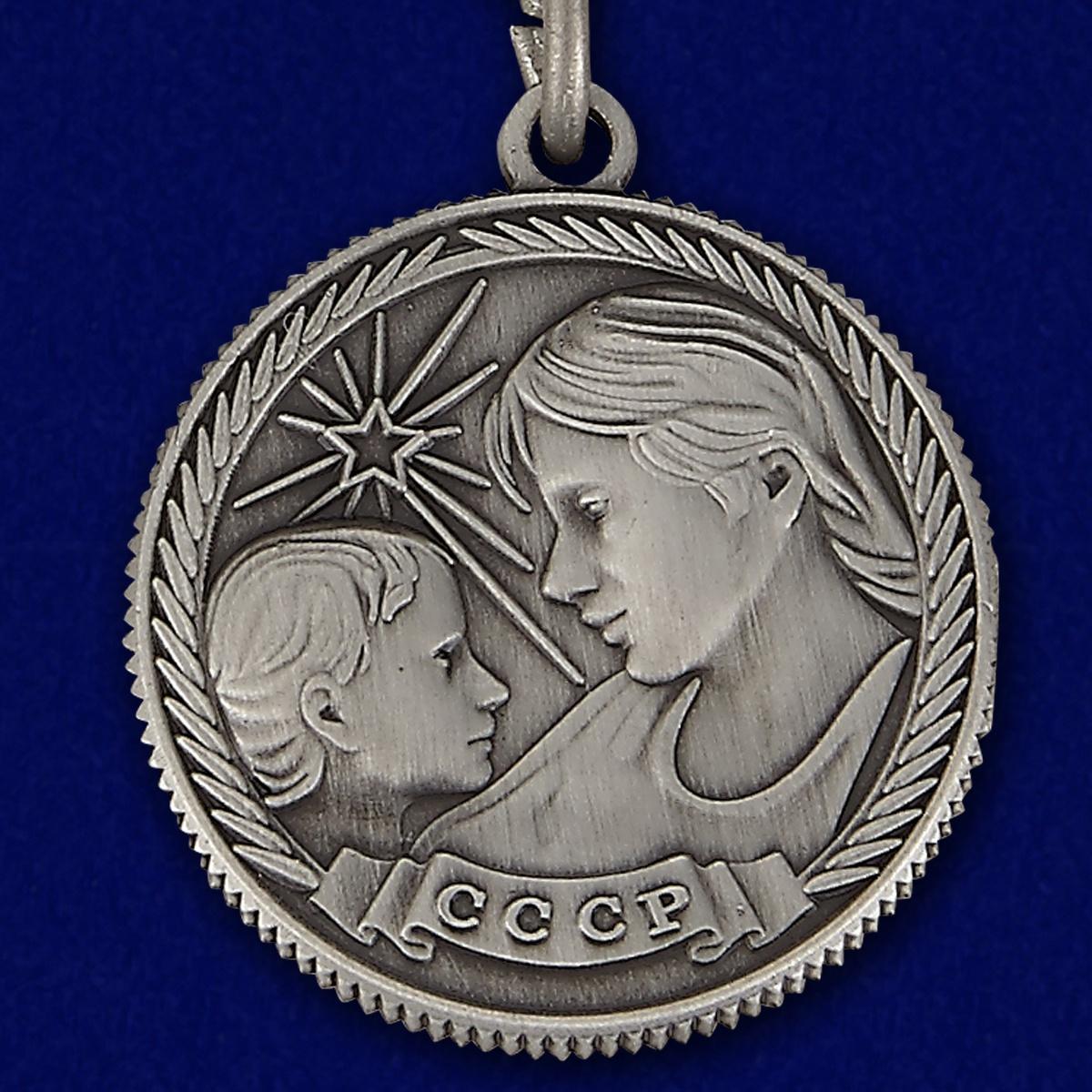Аверс медали Материнства I степени