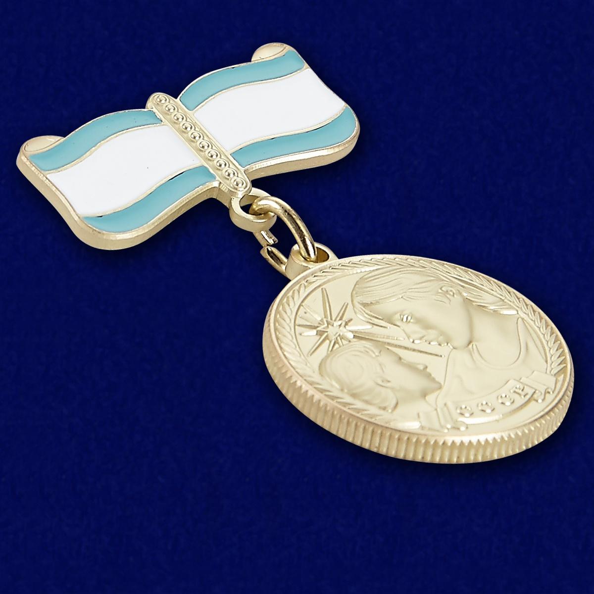 Медаль Материнства СССР 2 степени (муляж) - вид под углом