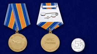 Медаль МЧС России За спасение погибающих на водах - сравнительный вид