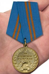 Медаль МЧС За отличие в службе 2 степени - на ладони