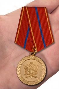 Медаль Минюст РФ За службу (1 степень) - вид на ладони