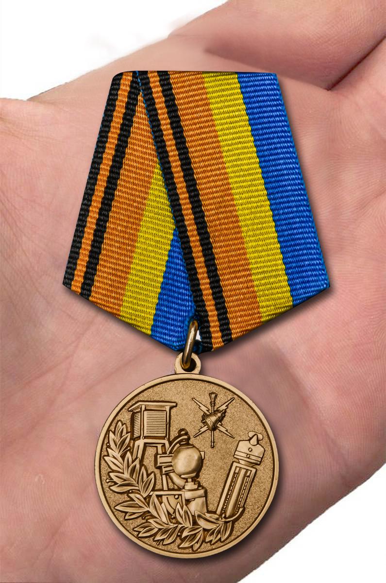 Медаль МО РФ 100 лет Гидрометеорологической службе - вид на ладони