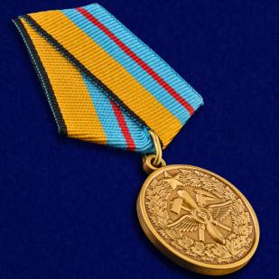 Медаль МО РФ 100 лет Инженерно-авиационной службе в наградном футляре из бархатистого флока - общий вид
