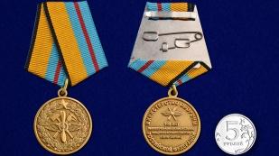 Медаль МО РФ 100 лет Инженерно-авиационной службе в наградном футляре из бархатистого флока - сравнительный вид