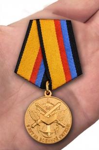 Медаль МО РФ 5 лет на военной службе - вид на ладони