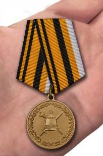 Медаль МО РФ 50 лет Главному организационно-мобилизационному управлению Генерального штаба - вид на ладони