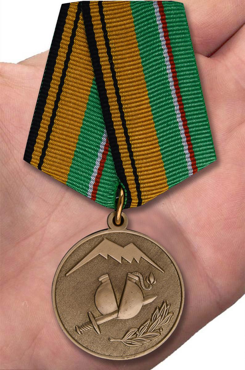 Медаль МО РФ Участнику разминирования в Чеченской Республике и Республике Ингушетия - вид на ладони