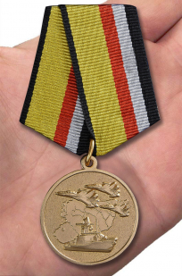 Медаль МО РФ Участнику военной операции в Сирии  - вид на ладони
