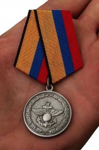 Медаль «За отличие в учениях» МО РФ - вид на ладони