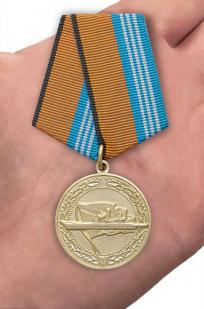 Медаль МО РФ За службу в надводных силах ВМФ - вид на ладони