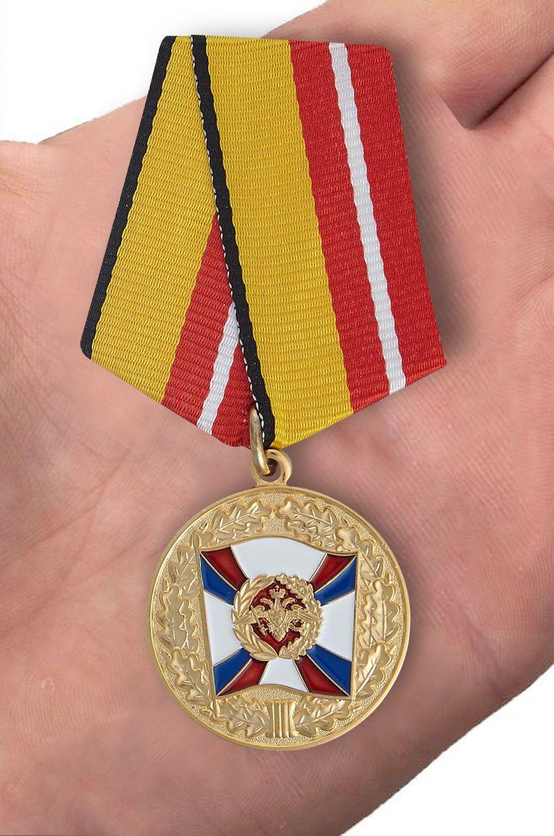 Медаль МО РФ За воинскую доблесть (1 степень) - вид на ладони