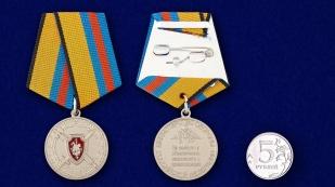 """Медаль МО РФ """"За заслуги в обеспечении законности и правопорядка"""" - сравнительный размер"""