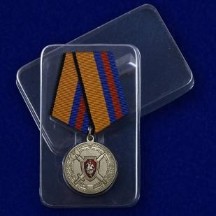Медаль За заслуги в обеспечении законности и правопорядка - в пластиковом футляре