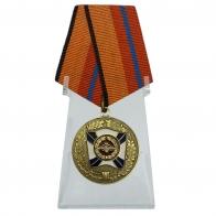 Медаль За трудовую доблесть на подставке